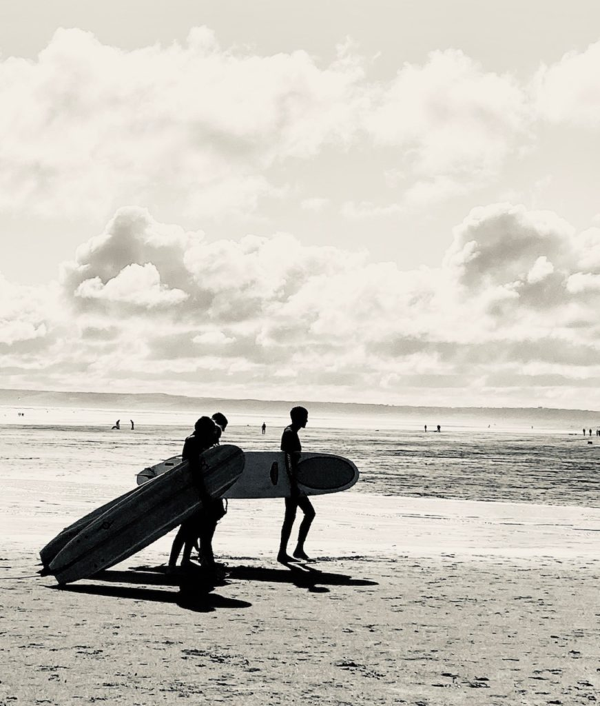 Surfers by Patricia Bech